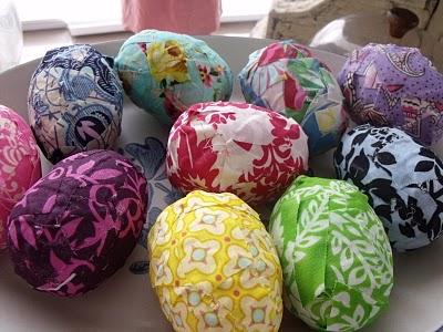 Украшение для яиц на Пасху из тряпочек