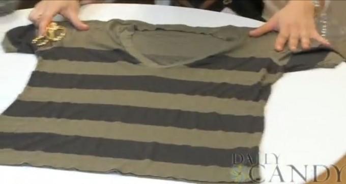 Что можно сделать из старой одежды: Модный осенний шарф из футболки.  Мастер-класс.