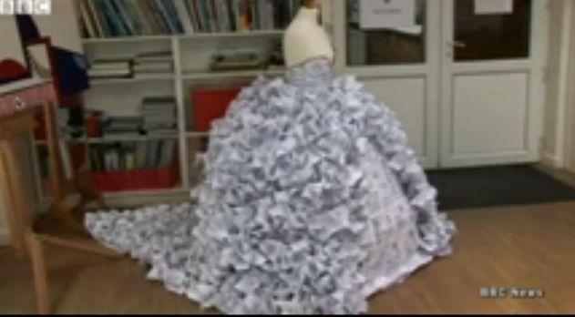 Свадебное платье из документов о разводе