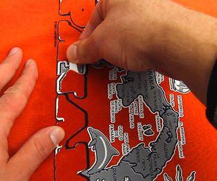 Как удалить наклейку с футболки